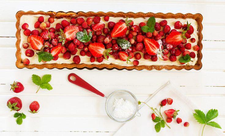 Тарт с ванильным кремом и ягодами - ссылка на рецепт - https://recase.org/tart-s-vanilnym-kremom-i-yagodami/