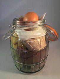 Chocolade-courgettecakemix in grote glazen weckpot: http://www.b-freshwebshop.com/a-40041832/kookcadeaus/chocolade-courgettecakemix-in-grote-glazen-weckpot