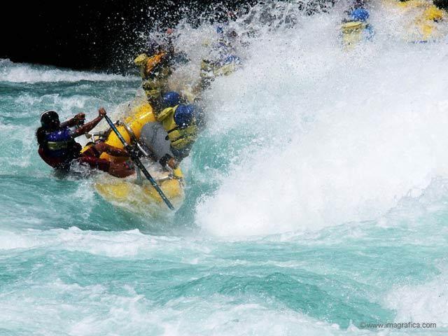 Center line in Mundaca, Rio Futaleufu with Expediciones Chile http://www.exchile.com