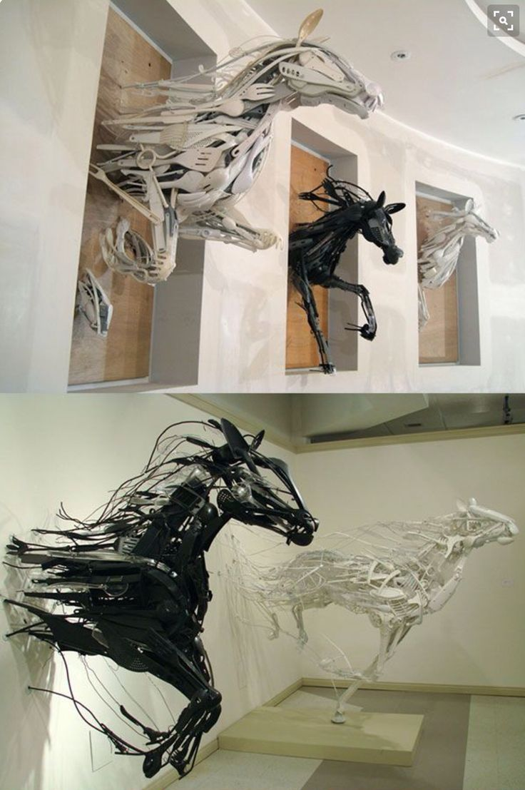 Ik vind de beweging die de paarden maken erg mooi gemaakt en ik vind het ook mooi dat de paarden net uit de muur lijken te rennen. Verder vind ik het erg leuk dat de paarden van allerlei keuken-materiaal is gemaakt.