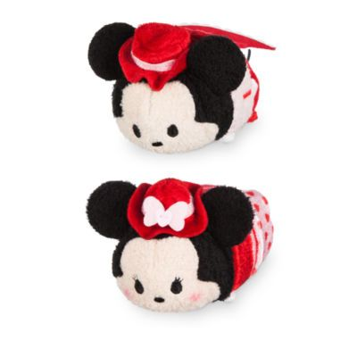 Starring Mickey and Minnie in adorable themed outfits, this pair of mini Tsum Tsums makes a perfect Valentine's Day gift! The chocolate-scented toys feature felt cut-outs that join into a lace-trimmed love heart.