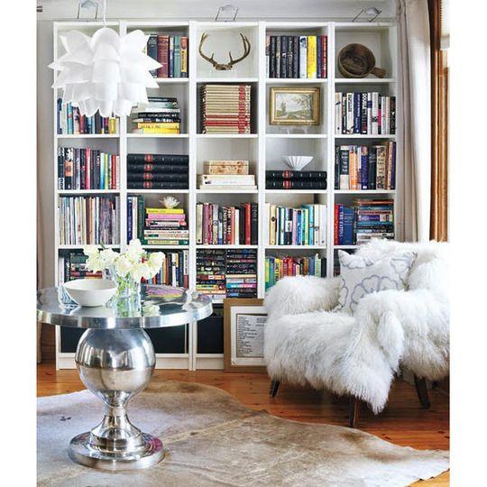 Love this bookshelf scheme