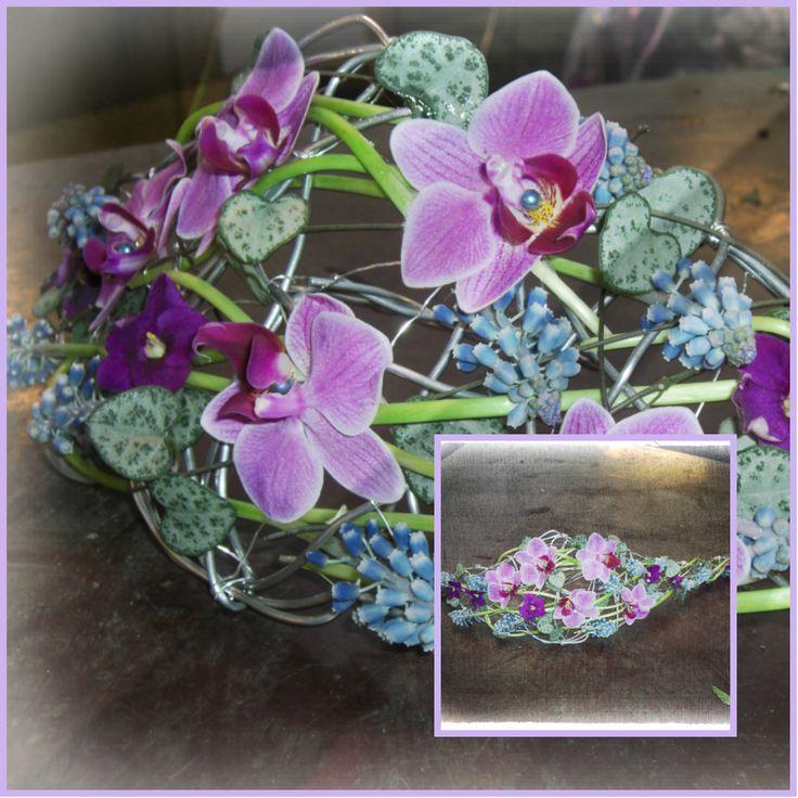Øvingsbukett laget med aliminiumstråd i bunnen. Orchidè, perleblomst, hjerteranke og st.paulia.