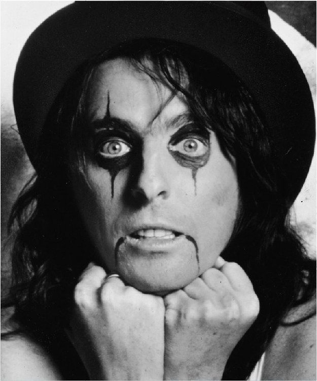 Alice Cooper/Vincent Damon Furnier | 15 Famous Musicians Who Look WAY Different When They're Not Performing