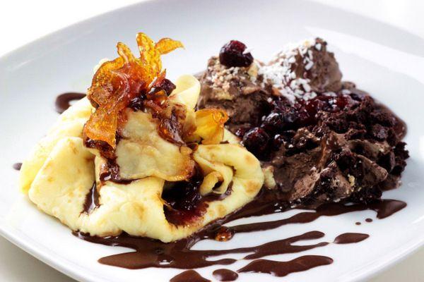 http://ostra-na-slodko.pl/2015/11/06/kokosowe-mieszki-nalesnikowe-z-lodami-cartedor-chocolate-brownie-i-wisniami-na-goraco/