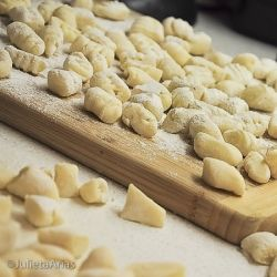 """We've been looking for a good gnocchi recipe - will have to try this.  """"gnocchi heaven""""  .....lot's O gnocchi recipes"""