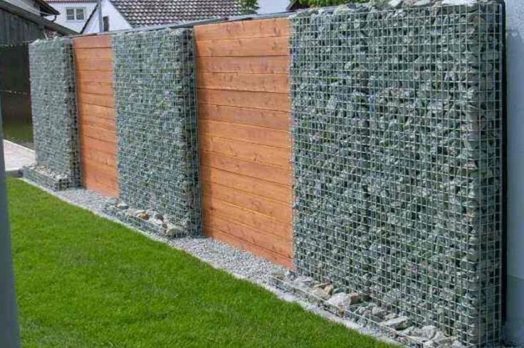Gabion Fence But Would Be 2 3 Feet With Trellis Above For Vines Muros Fachada De Piedra Verjas