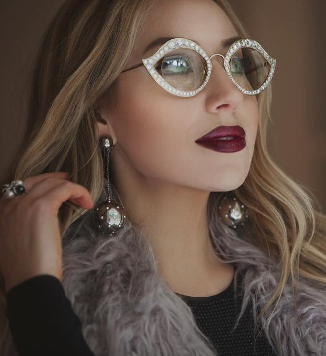 Fiminine frames by Gucci the model Brockovich in Gold frame with diamonds Swarovski by fashion blogger #laviedupapillon. Unique frame. Optical frame Gucci 4287 #gucci #guccieyewear #eyewear2017 http://lenshop.eu/manufacturers/9314-gucci/eyewear