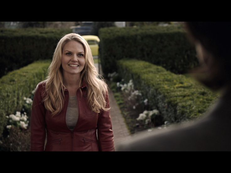 1x1 (emma dropping henry off at regina's house)