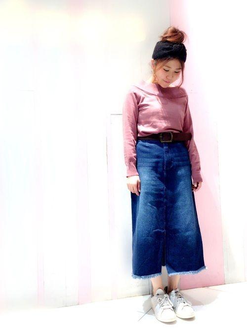 今回は珍しくピンクニットコーデです🐷💓 デニムスカートの丈感がお気に入り👯✨✨ いつもいいね