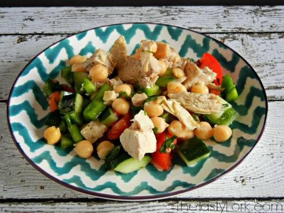 Easy healthy recipe - Protein Packed Detox Salad. Loaded with chicken, chickpeas and veggies! Store individual portions in mason jars for a ...