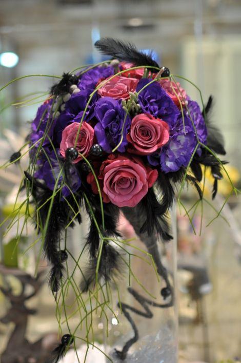 #Buchet de #mireasă cu #trandafiri și #eustome inspirat de #rocknroll. #rocknrollbride #bouquet #wedding