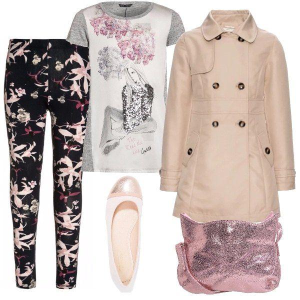 Completo adatto a passeggiate primaverili, composto da leggins a fiori, maglietta lunga a fantasia, trench beige, ballerina rosa e borsetta a tracolla, a forma di gattino.