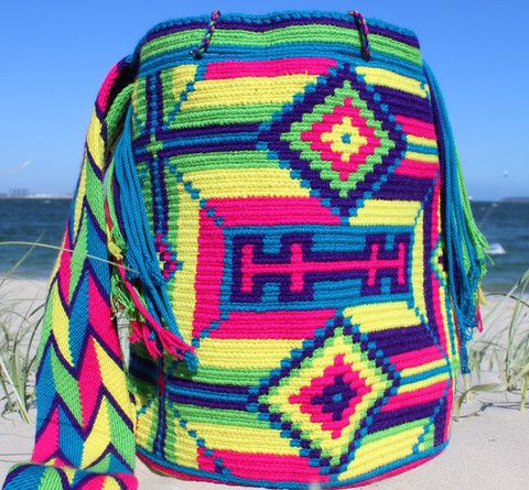 Mobolso - Nelia - Wayuu Mochila #Wayuu #Mochila #handmade #fashion #fairtrade #boho #festival #bag #summer #beach #color #sydney #australia #germany #netherlands #france #italy #brasil #colombia