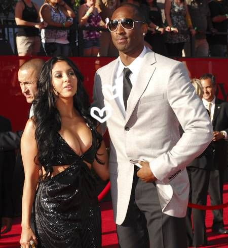 Kobe Bryant NOT Getting Divorced! -                                 Sorry ladies! Kobe Bryant is off the market AGAIN!   His would-be-ex-wife, Vanessa Bryant plans to file the proper legal documents to DISMISS her divorce petition!  Looks like