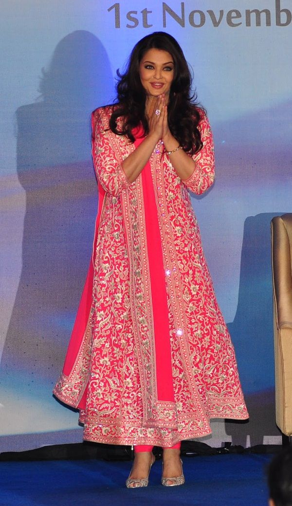 Aishwarya Rai looked resplendent in a pink and white Abu Jani Sandeep Khosla kalidaar dress