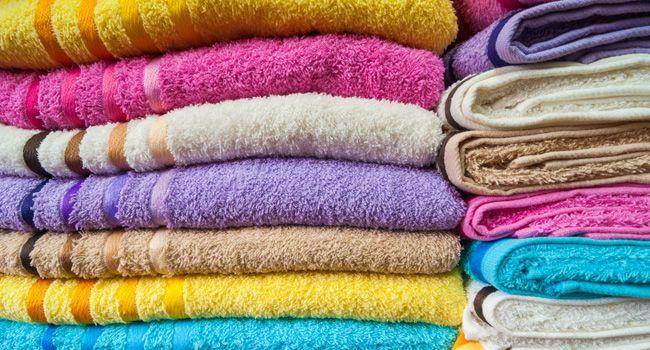 Sabia que você pode estar lavando sua toalha de banho do jeito errado? Saiba por quê
