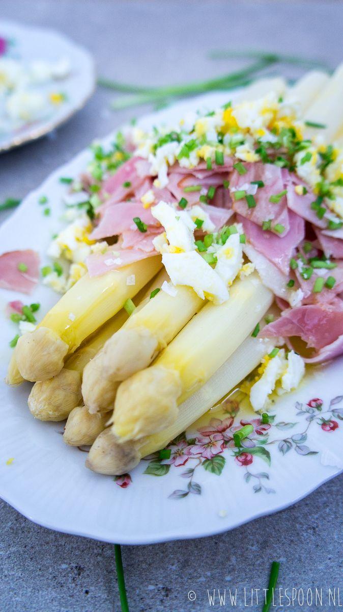 Witte asperges met boterjus, beenham en eitjes - Little Spoon