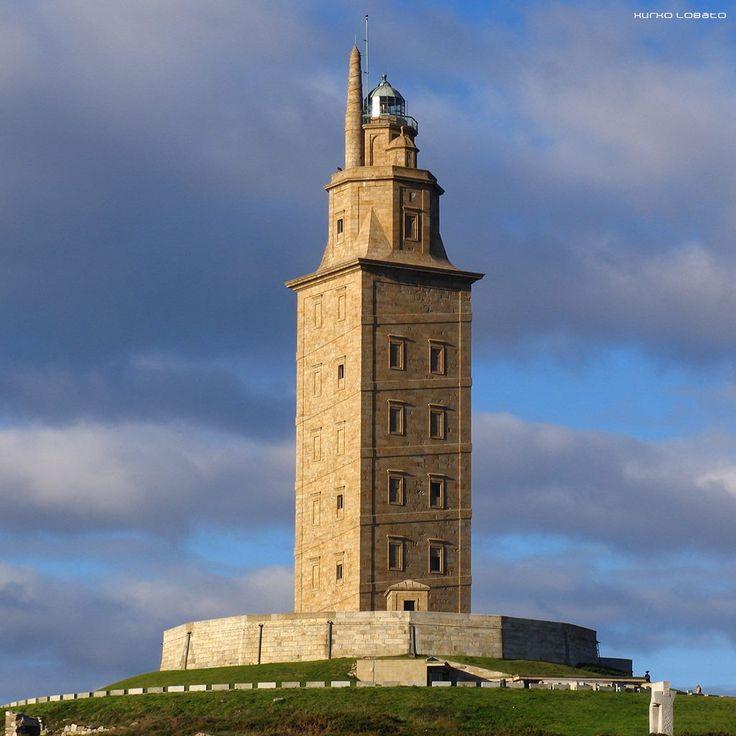 A Torre de Hércules é o único faro romano que desde as súas orixes ata a actualidade cumpriu coa súa función primixenia: a de servir de sinal marítimo e instrumento de navegación para as embarcacións que na súa singradura atravesan o corredor atlántico. http://www.torredeherculesacoruna.com/