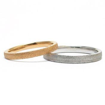 ADAMオリジナルのテクスチャーを入れた結婚指輪