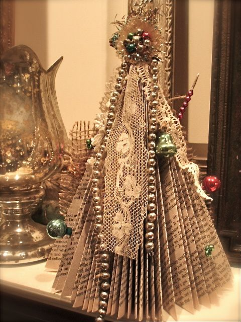 book Christmas tree!  This one is elegant!Christmas Crafts, Book Things, Repurpoed Book, November 2011, Repurposing Book, Book Pages, Christmas Decor, Book Christmas Trees, Altered Burlap