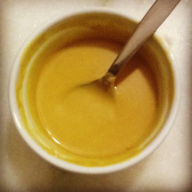 """Um dos meus molhos favoritos é o mostarda e mel. Acho perfeita a combinação do adocicado com o sabor marcante da mostarda. E dependendo da mostarda que é utilizada, esse sabor fica ainda mais acentuado. Pois bem, no fim de semana fizemos uns nuggets com """"rodízio de molhos"""": maionese caseira (receita em breve), barbecue e"""