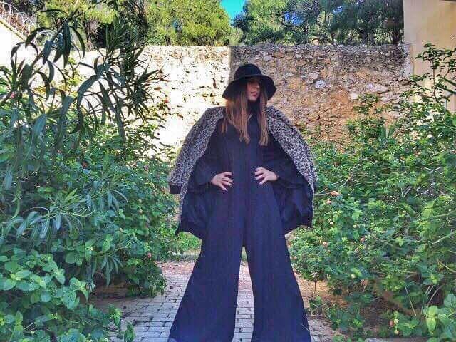 Εντυπωσιακή Anna Menenakou, με total outfit Helmi!  Παλτό animal print > http://bit.ly/2ijloyv Ολόσωμη φόρμα Anna Prelevic by Helmi> http://bit.ly/2fVJw8r