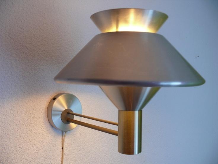 $125  Philips wandlamp jaren 60    Materiaal: Aluminium