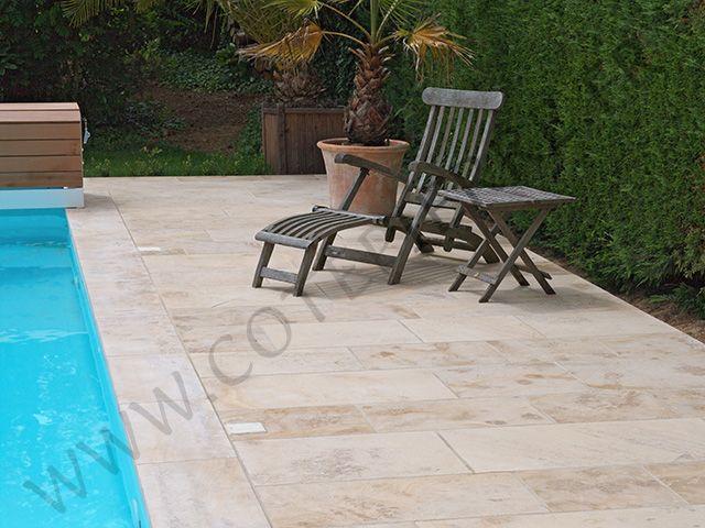 plage de piscine compose de dallage en pierre naturelle de bourgogne lanvignes jaune bross dalles format en bande de largeur 40 cm plage de pi