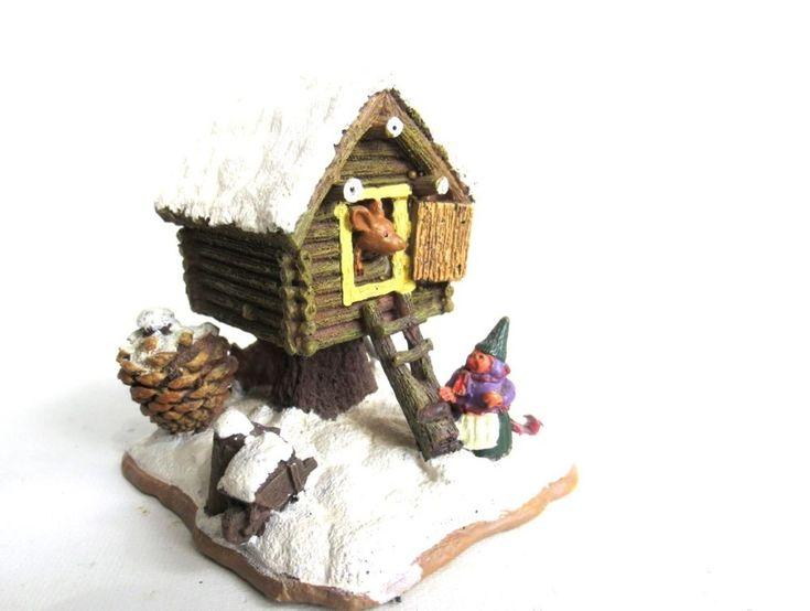Rien Poortvliet Classic Gnomes Villages Gnome figurine 'Mouse pile dwelling'.