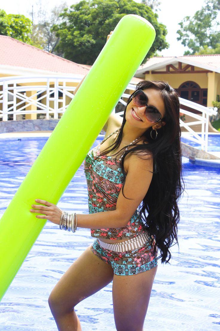 En este verano luce un lindo traje de baño floreado de 3 piezas a $14.50, lentes de sol $2.95 pulseras $3.00 #AlmacenesBomba #Verano2014 #Summer