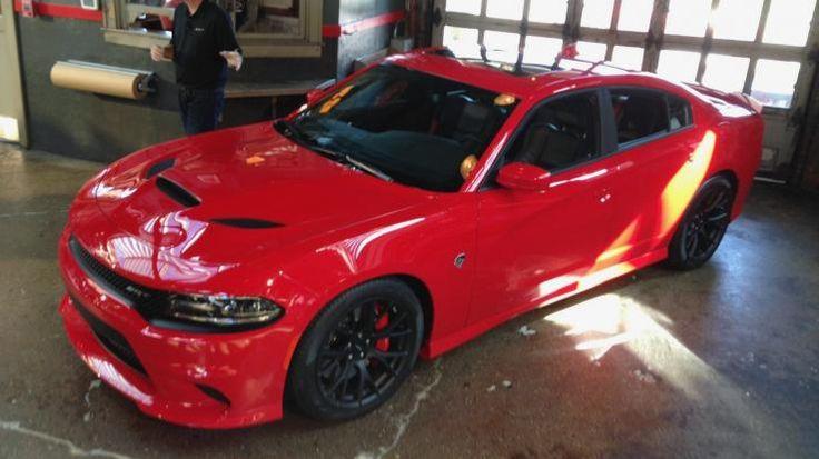 Image: 2015 Dodge Charger SRT Hellcat