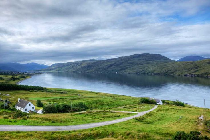 Want to experience Scotland like a local? From culture (bagpipes) to cuisine (deep-friend everything), follow these 10 (tongue-in-cheek) travel tips for the ultimate Scottish holiday.