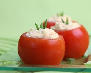 Tomates farcies maïs-avocat-crabe au fromage blanc à 0% : http://www.fourchette-et-bikini.fr/recettes/recettes-minceur/tomates-farcies-mais-avocat-crabe-au-fromage-blanc-a-0.html-0