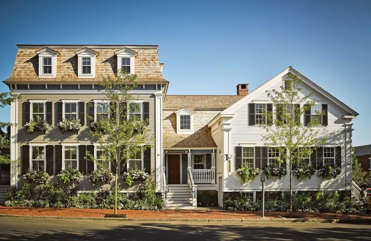 Greydon House, 20-room luxury hotel on Nantucket island (17 Broad Street), designed by Roman and Williams in collaboration with architect Matthew MacEachern of Emeritus. The original structure (on the right) dates to the 1850s. Via Habitually Chic (12 October 2016).