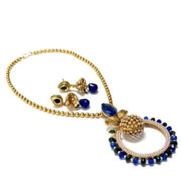 Colors of peacock displayed at its best in this beautiful necklace set. - cooliyo.com