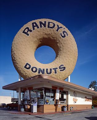 Randy's Donuts | Atlas Obscura