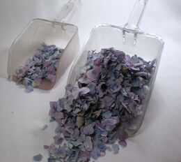. Freeze dried flower petals -Recommended quantities. Image shows 1 cup and 5 cups of freeze dried petals.. Number of Petals per will vary depending on the v...