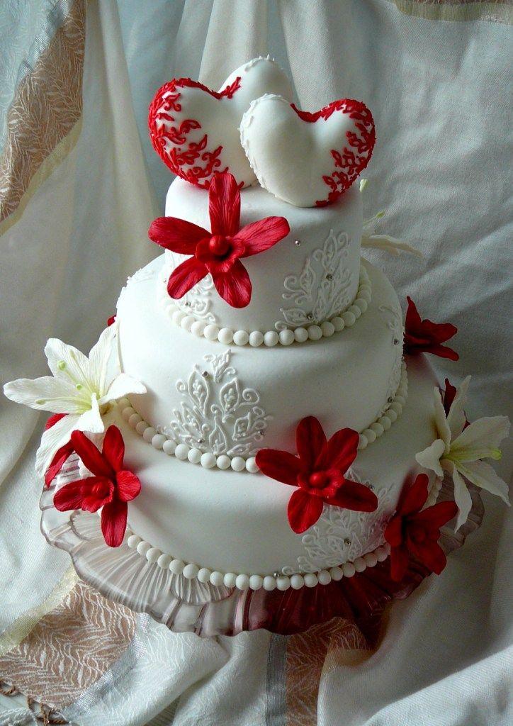 Свадебный торт с орхидеями и лилиями