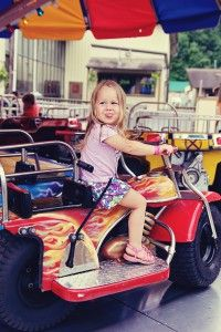 Top 4 Activities for Toddlers in Gatlinburg - With so many thrilling shows, attractions, shops and restaurants it may be hard to narrow down the list of all the things to do in Gatlinburg, Pigeon Forge and Sevierville. To help these families, Hearthside Cabin Rentals has put together a list of the top 5 things to do in Gatlinburg with toddlers. Click pin to read about it!