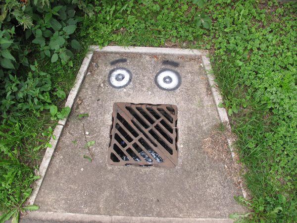 street-art-attacks-filthy-luker http://restreet.altervista.org/le-installazioni-di-filthy-luker-si-impossessano-dei-nostri-centi-abitati/