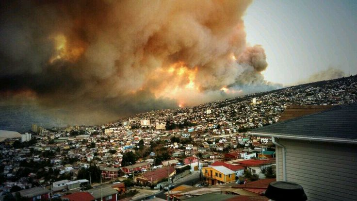 Incendio forestal en Valparaíso, Chile. FOTO: Twitter/@Meli_Rodriiguez