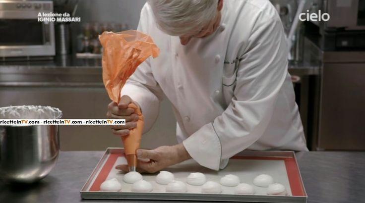 Le dosi, il procedimento ed i segreti per la realizzazione della meringa. Ecco la ricetta del maestro pasticcere Iginio Massari.