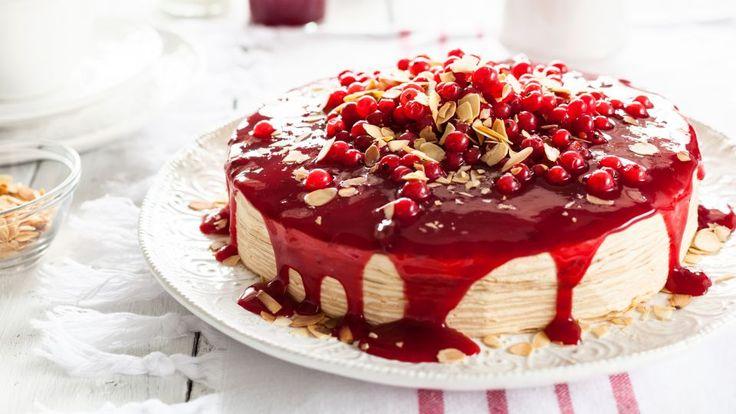Rabarberlagkage er en lækker opskrift, se flere dessert og kage på mad.tv2.dk