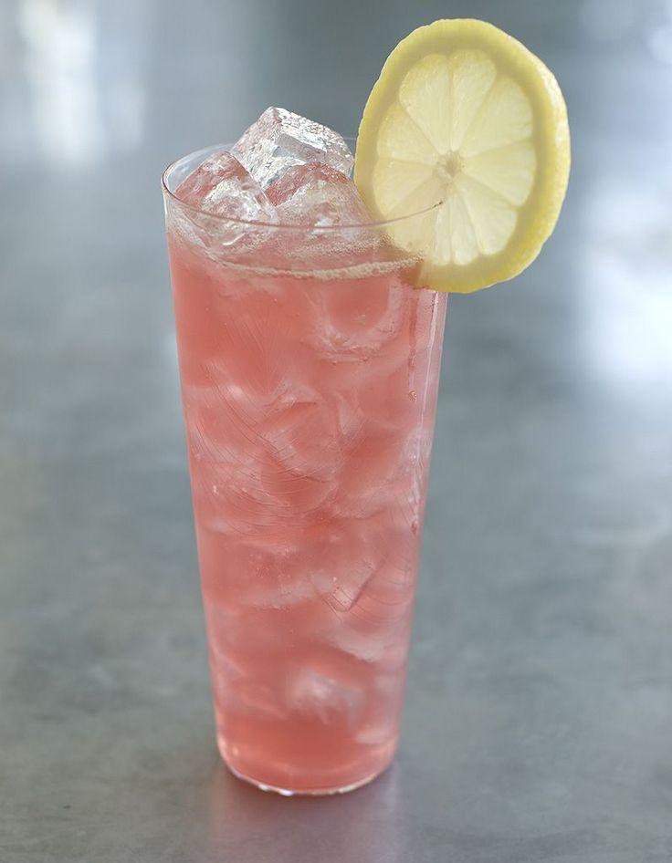 Recette Cocktail Jacqueline au vin blanc : Dans un verre haut, versez la grenadine, le vin et complétez avec la limonade. Remuez et servez très frais....