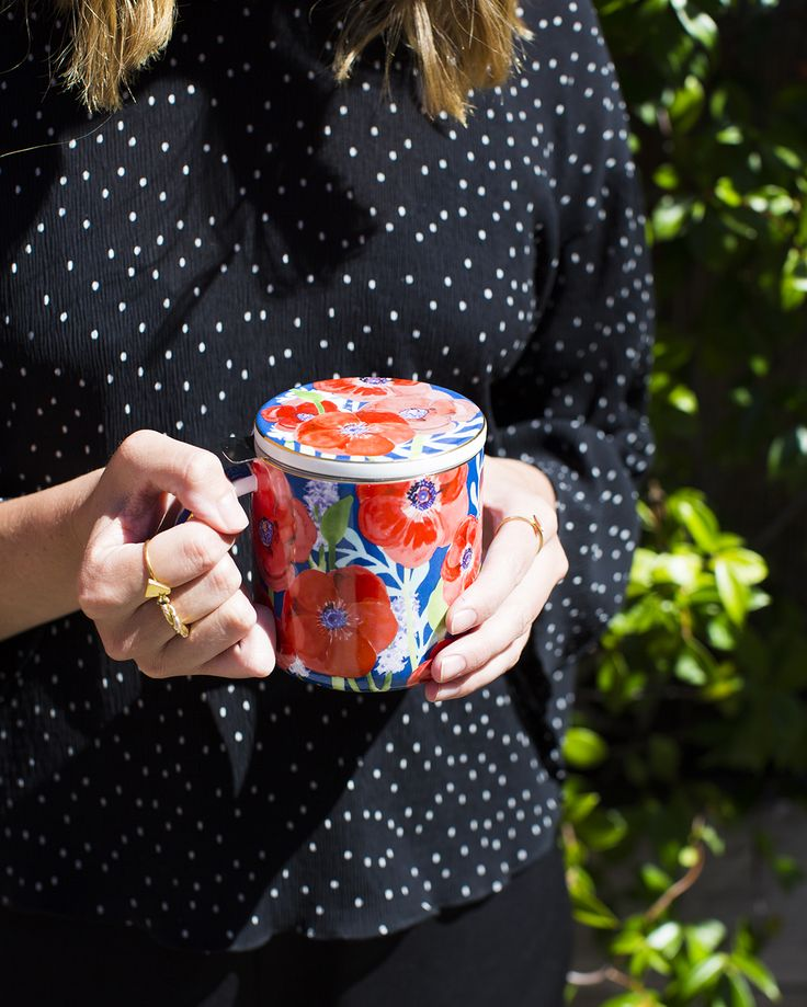Stop and sip with our In the Garden Poppy Mug!