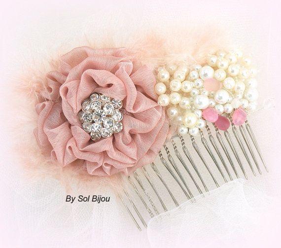 Braut Haar Kamm Fascinator in Dusty Rose, rot, Rosa und Elfenbein mit Federn, Perlen und Kristallen
