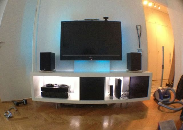 Expedit Media Center for flat TV - without making holes in the wall.. hmmm...