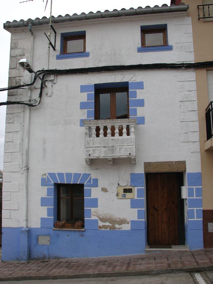 Una bonita fachada junto a la Ermita de San Antón.