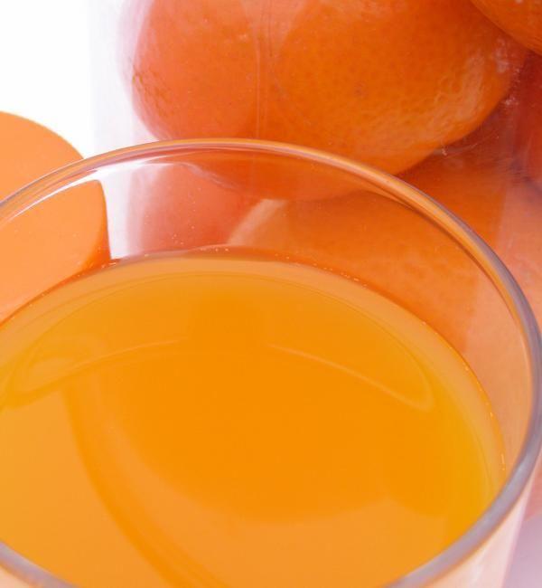 Cómo hacer sorbete de naranja. Los sorbetes de frutas son una alternativa mucho más ligera e igual de deliciosa que los helados. Son muy refrescantes para esos días de mucho calor y un postre que encanta a toda la familia, tanto a ...